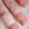 Панариций пальца – гнойный волдырь