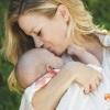 Новорожденный икает после кормления: почему и как с этим справиться?